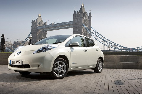 Nissan LEAF front passenger-side view on a background of London Bridge